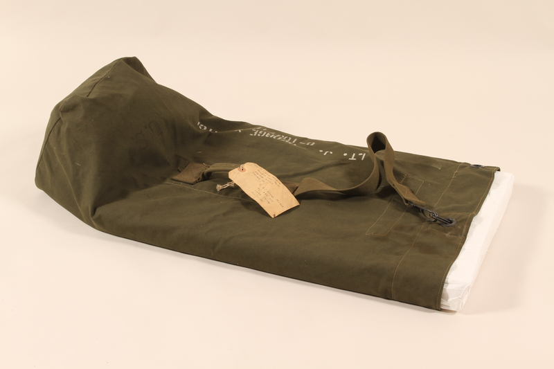 2006.11.15 front US Army duffel bag used by a soldier