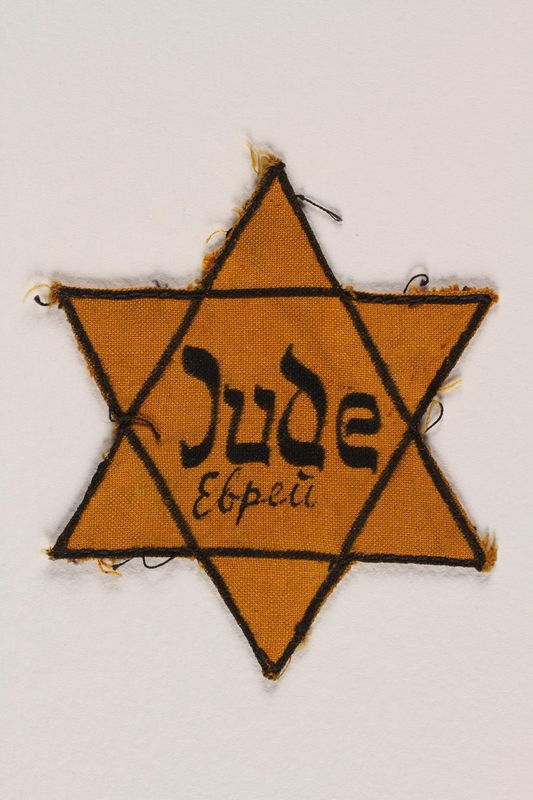 2002.131.3 front Star of David badge with Jude and еврей printed in the center
