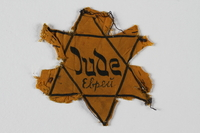 2002.131.4 front Star of David badge with Jude and еврей printed in the center  Click to enlarge