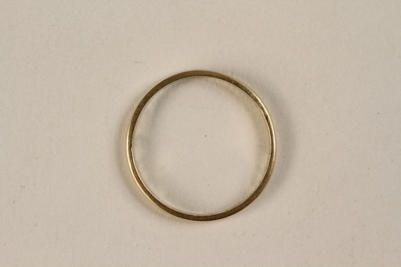 2006.444.2 front Engraved gold wedding ring acquired by an inmate while in Kaufering concentration camp