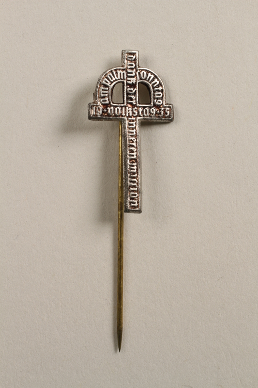 2006.483.2 front Kronenkreuz crucifix stickpin of the Inner Mission charity