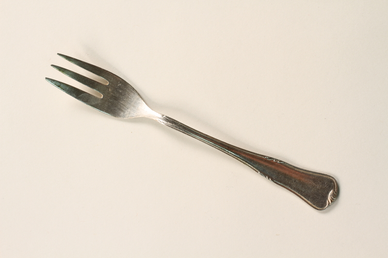 2001.298.4 front Silver fork
