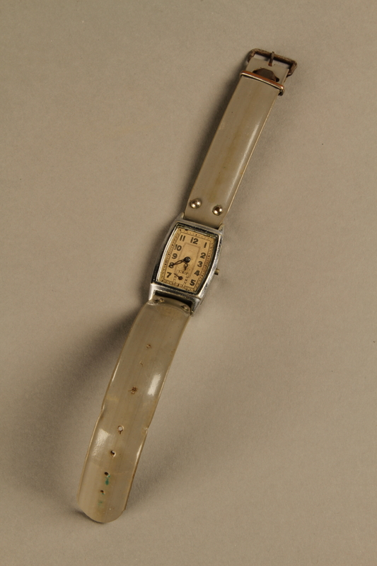2002.270.2 top open Wrist watch with a gray plastic band