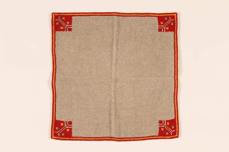 2000.496.1_e front Tablecloth and napkin set