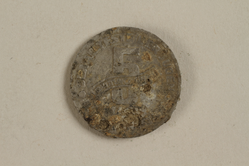2002.429.1 front Łódź (Litzmannstadt) ghetto scrip, 5 mark coin