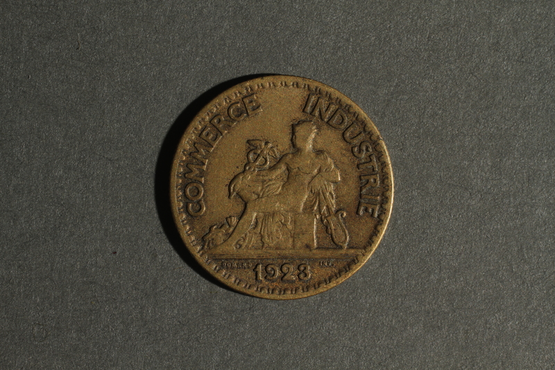 1988.106.1.3 front France currency, 50 centimes coin
