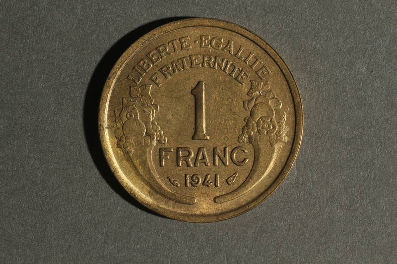 1988.106.1.4 back France currency, 1 franc coin