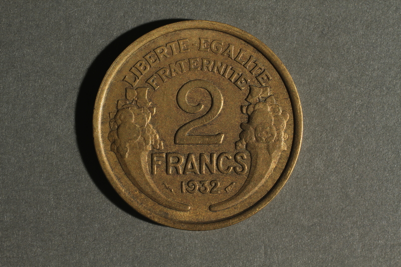 1988.106.1.5 back France currency, 2 franc coin