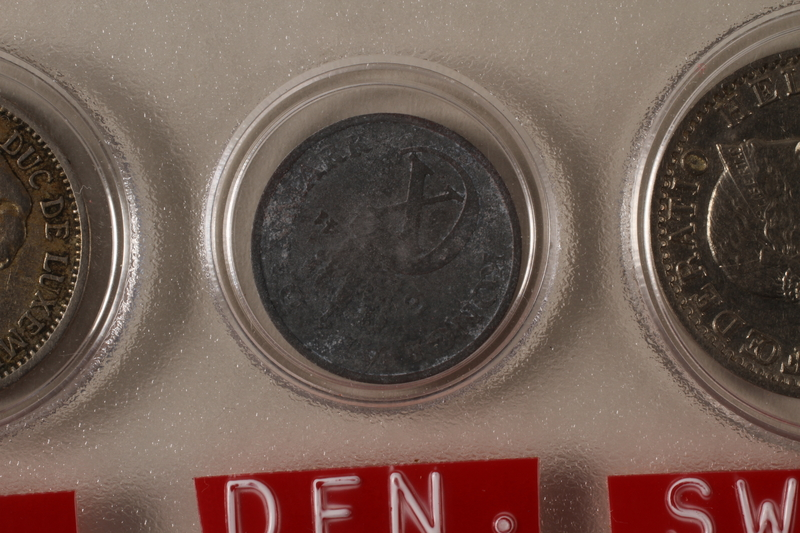 1988.106.1.20 front Denmark currency, 1 øre coin