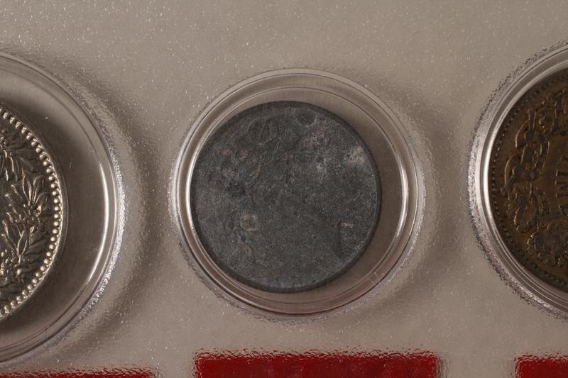 1988.106.1.20 back Denmark currency, 1 øre coin