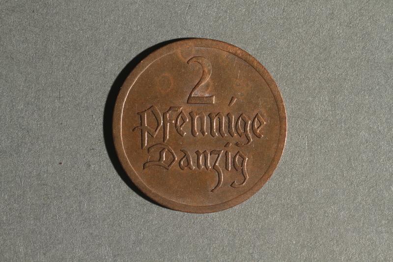 1988.106.1.23 back Danzig currency, 2 pfennig coin