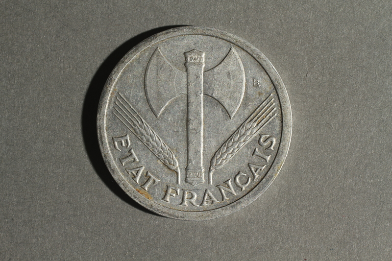 1988.106.1.27 front France currency, 2 francs coin