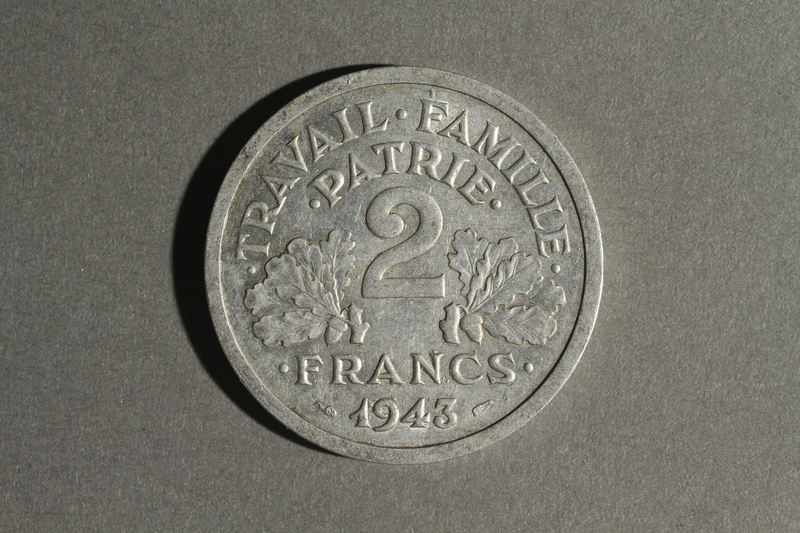 1988.106.1.27 back France currency, 2 francs coin