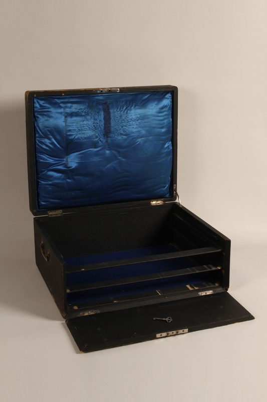 1992.45.5_a-d open Baroque silverware service with case