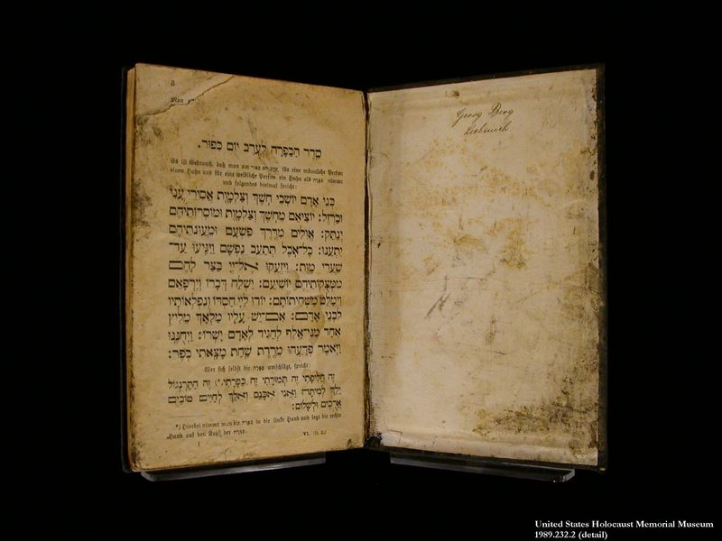 1989.232.1 front Prayer book