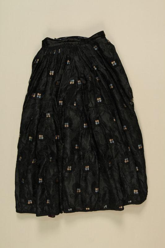 1989.246.1 front Skirt worn by a Sinti Romani woman