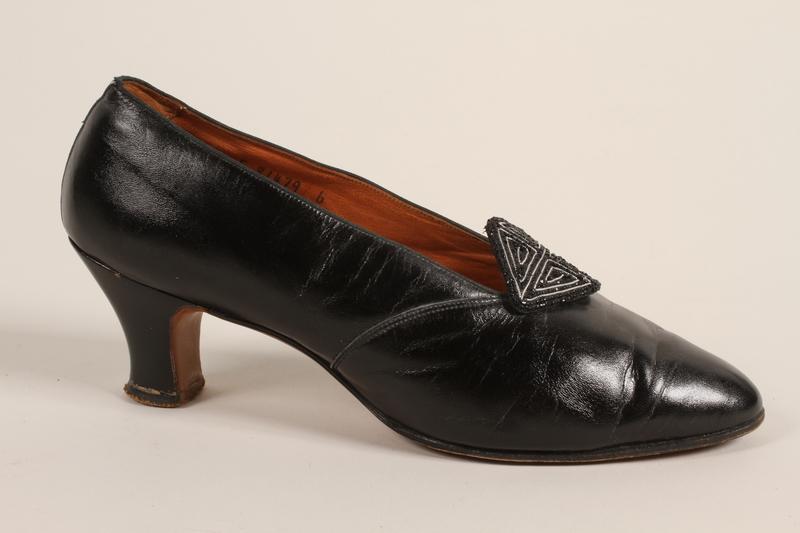 1989.246.9_a front Shoes