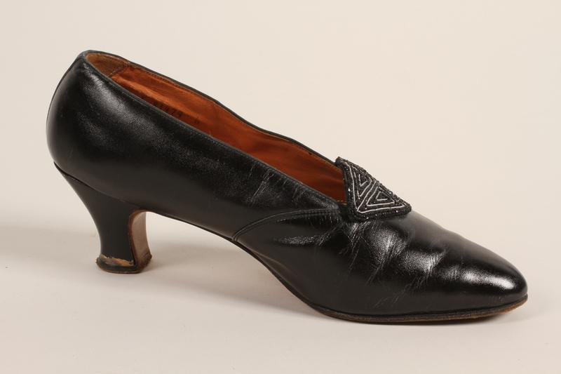 1989.246.9_b front Shoes