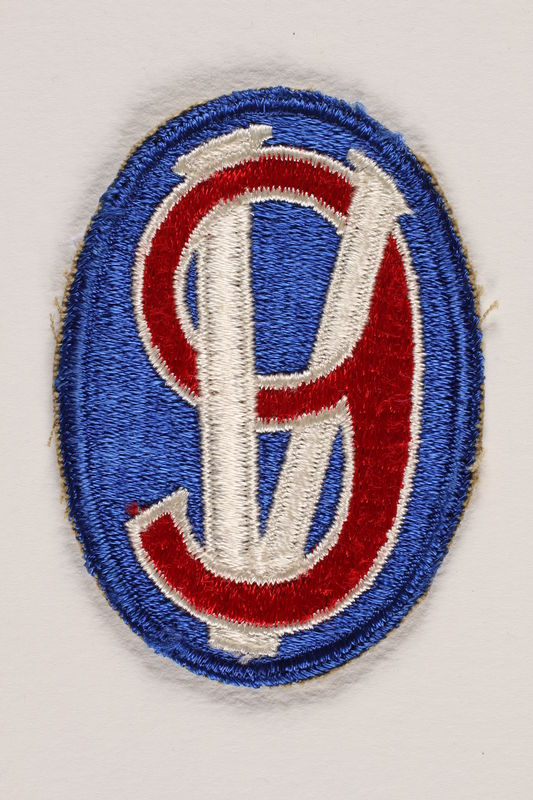 2000.561.4 front US Army 95th Infantry Division shoulder sleeve patch with the numeral 9 on a Roman numeral V (5)