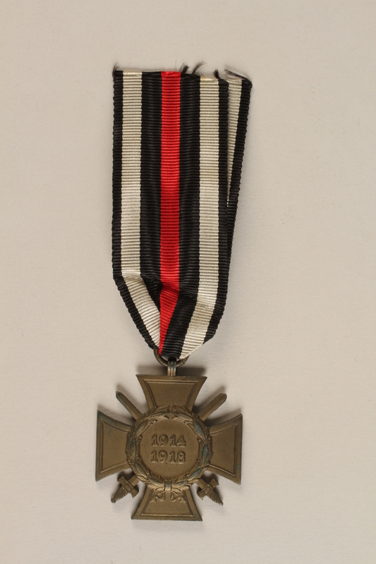 1989.113.40 front WWI Hindenburg Cross Medal awarded to a German Jewish veteran