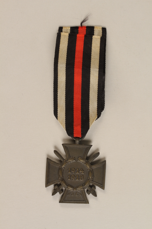 1989.113.41 front Honor Cross of the World War 1914/1918 combatant veteran service medal awarded to a German Jewish veteran
