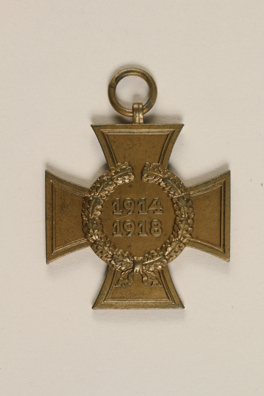 2004.388.2 front Honor Cross of the World War 1914/1918 non-combatant veteran service medal awarded to a German Jewish soldier