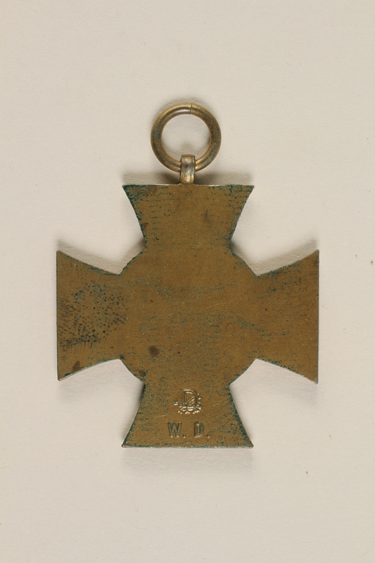 2004.388.2 back Honor Cross of the World War 1914/1918 non-combatant veteran service medal awarded to a German Jewish soldier