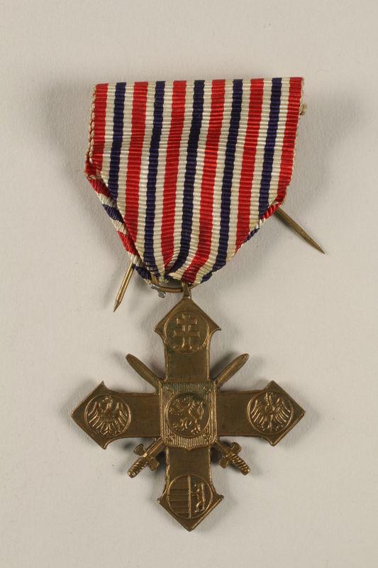 2004.643.3 front Ceskoslovensky Valecny Kriz 1939 (Czechoslovak War Cross) with ribbon awarded to a Czech Jewish soldier