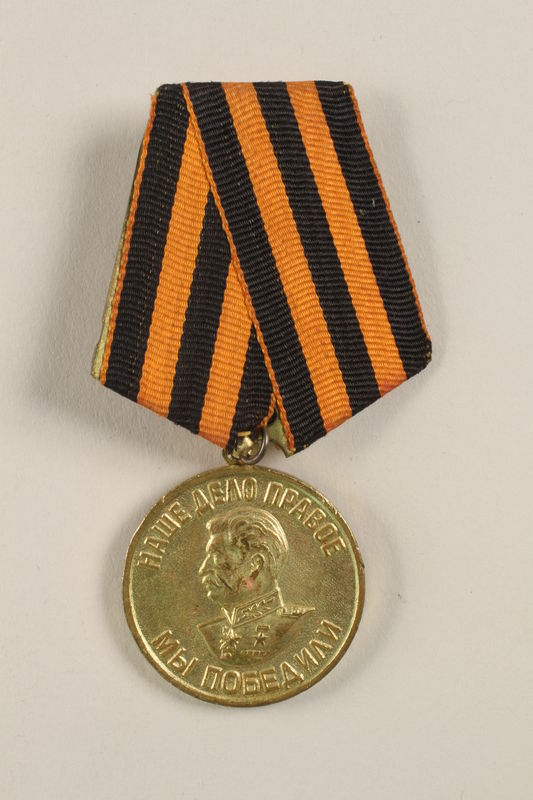 2004.643.4_a-b front Medal for Victory over Germany in the Great Patriotic War 1941-1945 awarded by the Soviet Union to a Czech Jewish soldier