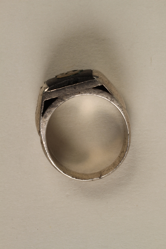 2005.96.1 side Signet ring with an engraving of the Łódź ghetto bridge owned by a ghetto resident