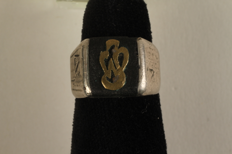 2005.96.1 front Signet ring with an engraving of the Łódź ghetto bridge owned by a ghetto resident