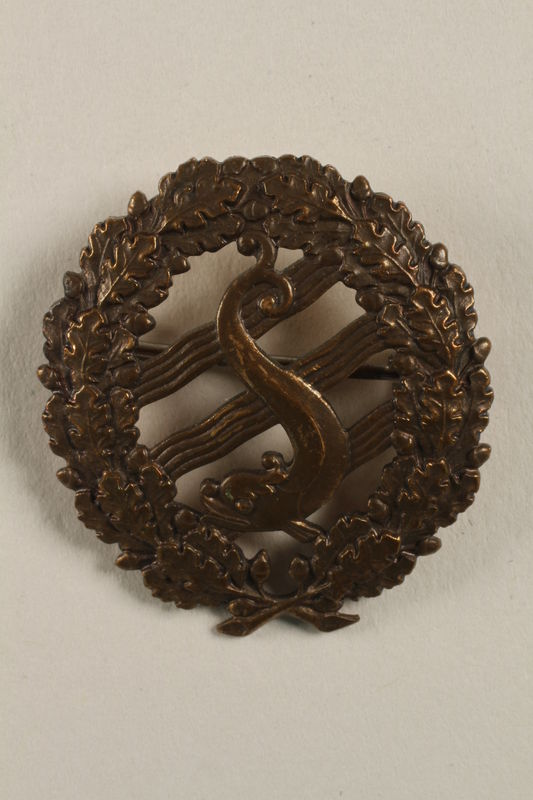 2004.692.5 front Wreath shaped badge owned by a Jewish veteran of the Air Force for the Czech government in exile