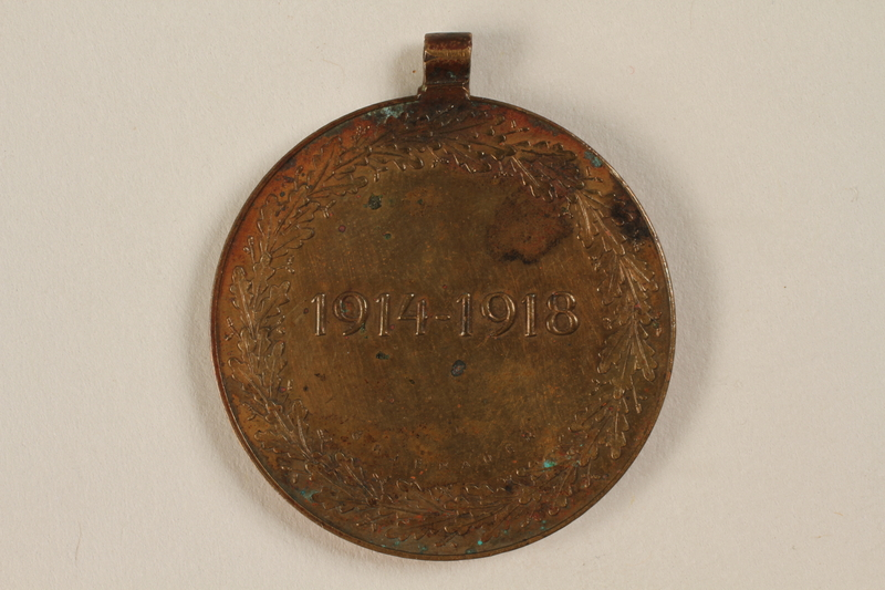 2005.517.3 back Kriegserinnerungsmedaille [War Commemorative Medal], 1914-1918 awarded to a Jewish soldier