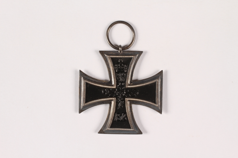 2015.415.2 front World War I Iron Cross medal awarded to a Jewish German veteran