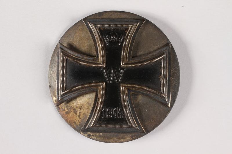 2015.415.3 front World War I medal awarded to a Jewish German veteran