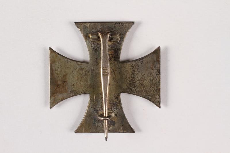 2015.415.5 back World War I medal awarded to a Jewish German veteran