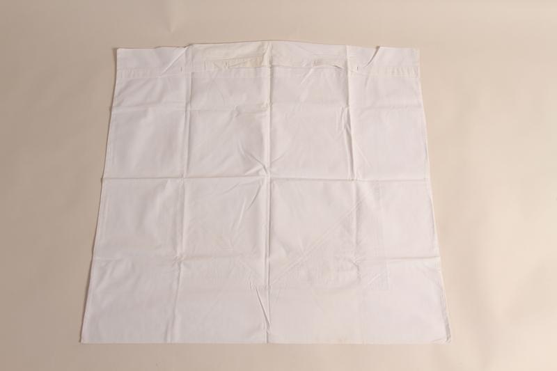 2014.533.3 back Linen pillowcase