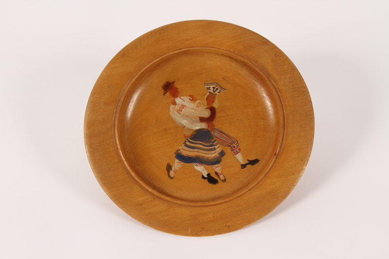 2015.451.55 front Decorative painted wooden plate