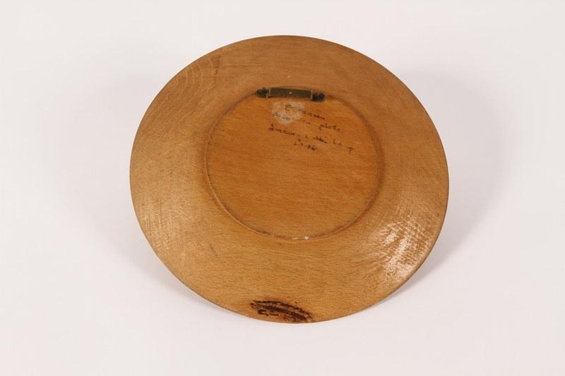 2015.451.55 back Decorative painted wooden plate