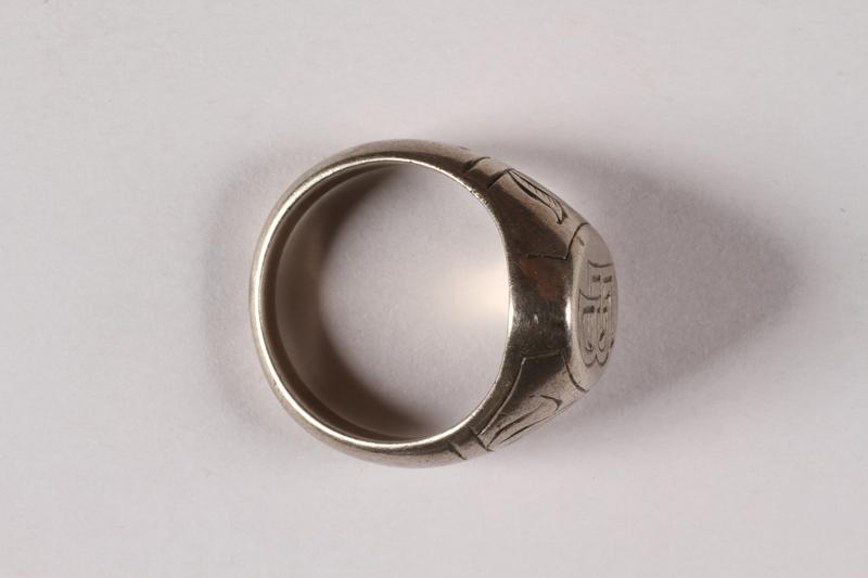2015.526.1 side Signet ring