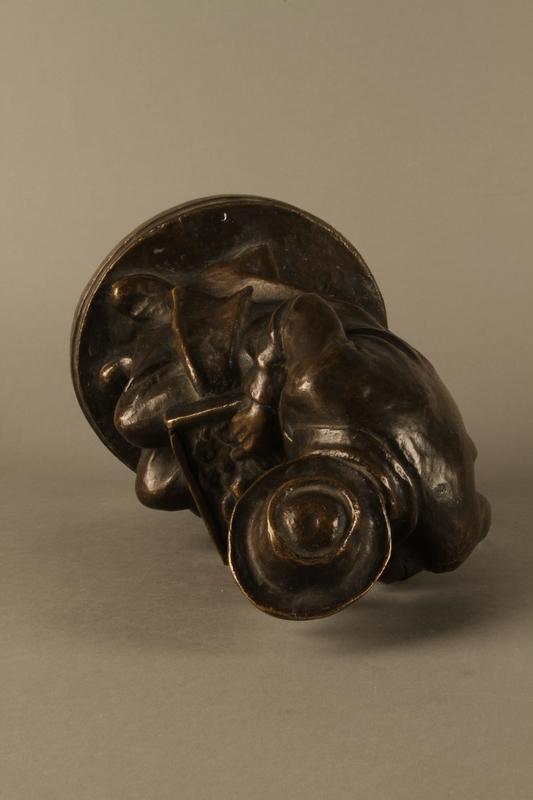 2016.184.2 top Bronze figurine of a seated Jewish peddler