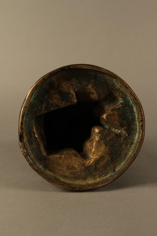 2016.184.2 bottom Bronze figurine of a seated Jewish peddler