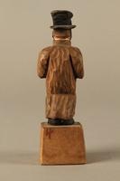 2016.184.5 back Wooden folk art figurine of a Jewish freeloader  Click to enlarge