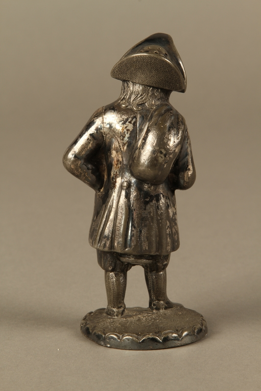 2016.184.7 back Pewter pepper shaker as a bearded Jewish peddler in tricorn hat