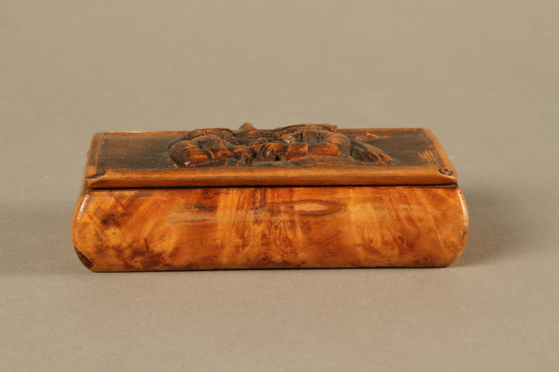2016.184.42 front Rosewood snuff box with a carving of three Jewish hareskin dealers