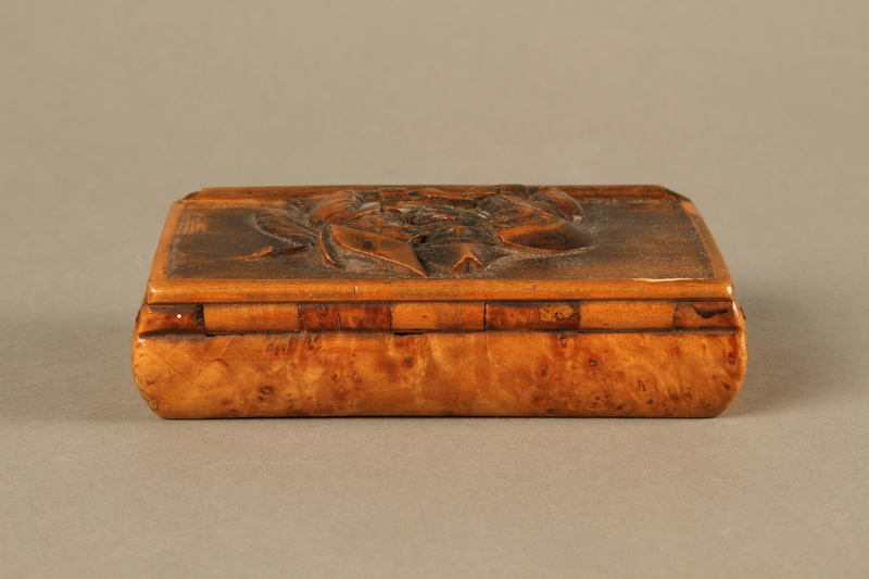 2016.184.42 back Rosewood snuff box with a carving of three Jewish hareskin dealers