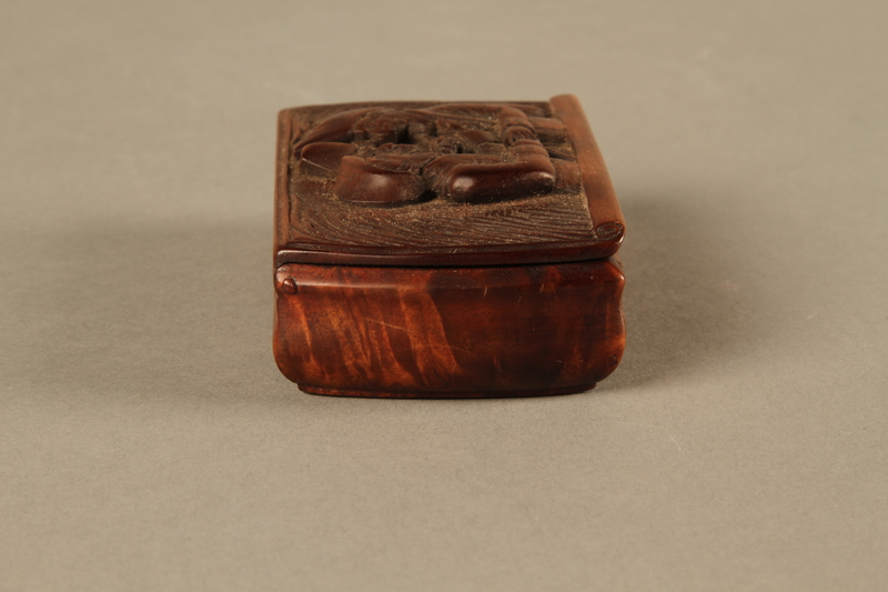 2016.184.43 right side Carved rosewood snuff box with an image of three Jewish hareskin dealers