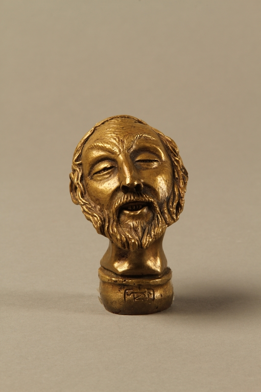 2016.184.66 front Bronze cane knob in the shape of a squinting Jewish man's head