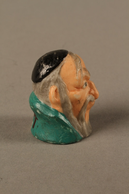 2016.184.75 right side Thimble of Fagin's head by Harmer Sculptures