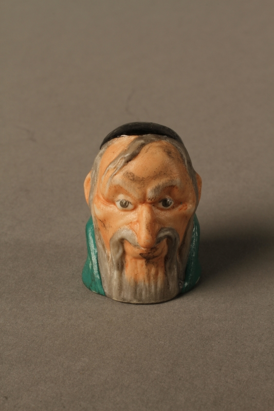 2016.184.75 front Thimble of Fagin's head by Harmer Sculptures